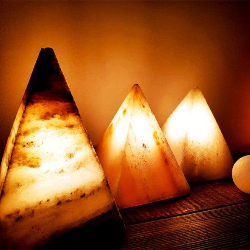 آباژور سنگ نمک مدل هرمی فروشگاه کارنیکا